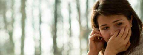 woman-crisis-call